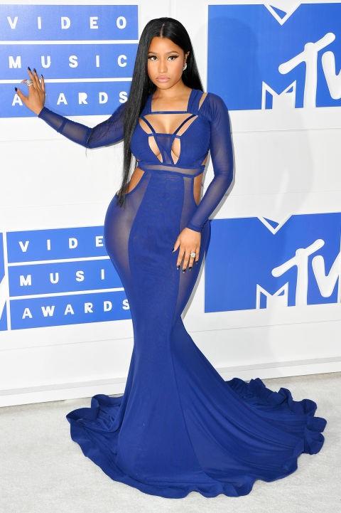 Nicki Minaj sở hữu đường cong đáng kinh ngạc, vì thế chiếc váy Bao Tranchi này rất hợp với cô