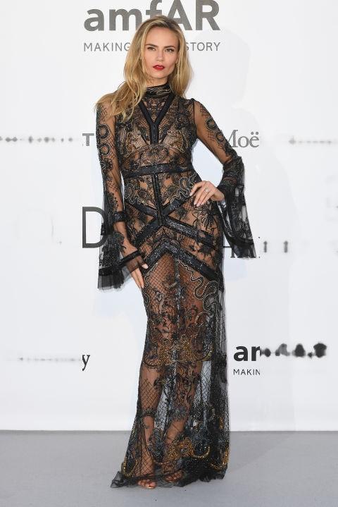 Natasha Poly - chuẩn siêu mẫu trong bộ váy mong manh của Roberto Cavalli