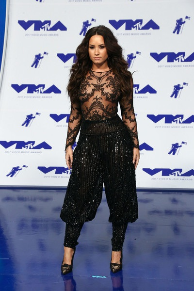Bộ cánh rất cá tính mà vẫn sexy của Demi Lovato