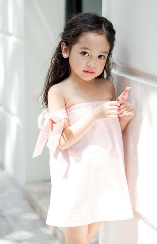 Diệp Anh làm người mẫu cho các shop thời trang dành cho trẻ em tại Hà Nội