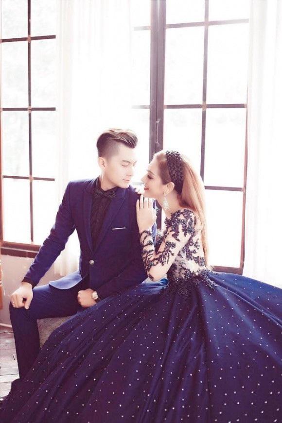 Hôn lễ lần này được Lâm Khánh Chi chuẩn bị khá chu đáo, cô cũng đầu tư chụp nhiều bộ hình cưới hết sức lãng mạn cùng ông xã tương lai kém 8 tuổi.