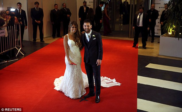 Niềm hạnh phúc dâng trào trên gương mặt của Messi và Antonella Roccuzzo