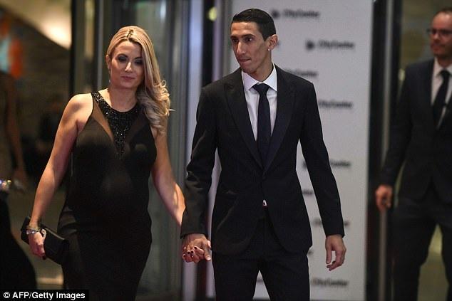 Messi ngượng ngùng khóa môi vợ trong đám cưới thế kỷ - 9