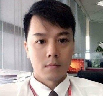 Cao Mạnh Hùng chụp ảnh tự sướng, thời điểm đang là nhân viên chuyên thu nợ của một tổ chức tín dụng tại Hà Nội