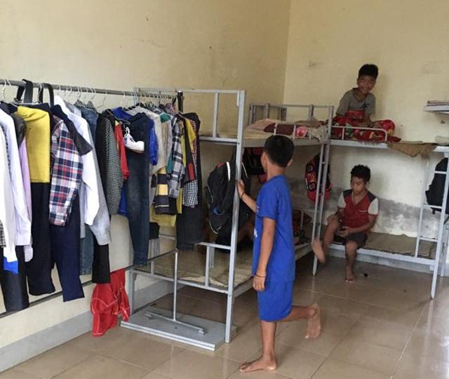 Các em học sinh người Đan Lai ở hai bản Cò Phạt, Khe Búng được miễn toàn bộ học phí, hỗ trợ ăn, ở trong thời gian học tại Trường THCS Môn Sơn