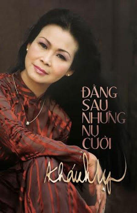 Bìa tự truyện Đằng sau những nụ cười của danh ca Khánh Ly.