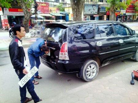 Công dân có thể có mua và sở hữu nhiều xe, nhưng biển đăng ký thì chỉ được cấp 1 số - Đại tá Đào Vịnh Thắng.