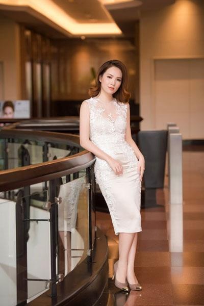 Người đẹp Đan Lê khoe khéo vóc dáng hoàn hảo khi tham dự sự kiện ngày 27/3 tại Hà Nội.