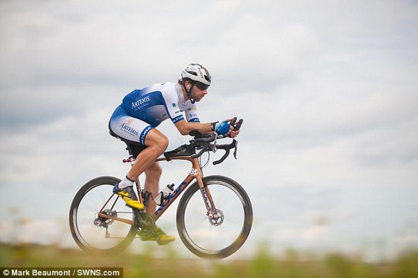 Beaumont đã đạp xe qua tổng cộng 16 quốc gia thuộc 4 châu lục chỉ trong chưa đầy 80 ngày