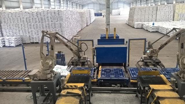 Nhiều nhà máy công nghiệp hiện vẫn đang sản xuất nhưng chịu cảnh thua lỗ, giống như Nhà máy Đạm Lào Cai. Ảnh: Nguyễn Tuyền