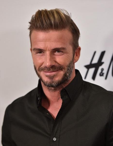 Dù giải nghệ nhưng David Beckham vẫn kiếm bộn tiền nhờ các hợp đồng quảng cáo lớn nhỏ. Mỗi khi xuất hiện trong các sự kiện, danh thủ người Anh đều hút hồn phái nữ