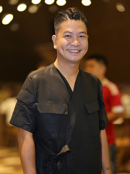 Đạo diễn Ngọc Hùng là người đã góp phần thành công không nhỏ cho sân khấu kịch thành phố với định hướng phát triển tươi mới cho sân khấu kịch Thế giới trẻ và có được chỗ đứng trong lòng công chúng dù sinh sau đẻ muộn