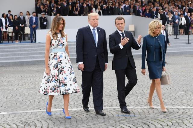 Bà Brigitte thường lựa chọn các thiết kế của Louis Vuitton cho mỗi lần xuất hiện trước công chúng (Ảnh: Reuters)