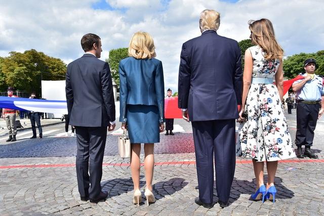 Tổng thống Pháp, Mỹ và phu nhân của họ tại lễ duyệt binh mừng Quốc khánh Pháp (Ảnh: Reuters)