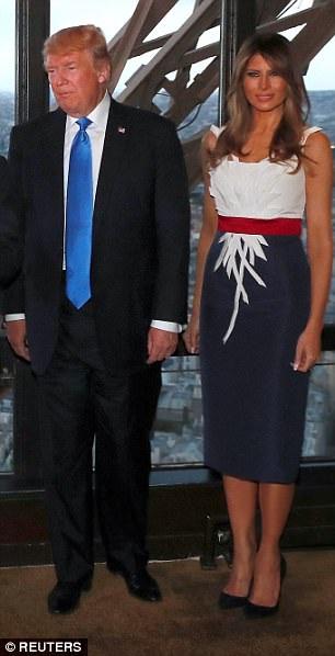 Trong khi đó, bà Melania chọn trang phục của nhà thiết kế người Mỹ gốc Pháp Hervé Pierre (Ảnh: Reuters)