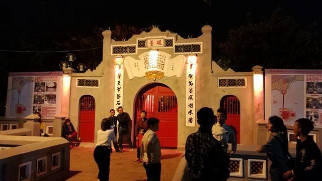 Cầu Thê Húc, đền Ngọc Sơn - trái tim của Hồ Gươm thêm một lần bước qua thời khắc thiêng liêng chuyển giao năm cũ sang năm mới.