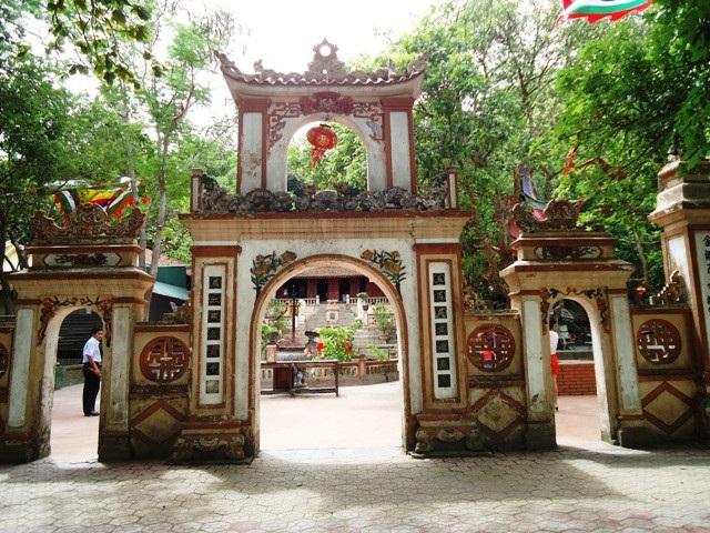 Đền ông Hoàng Mười ở Nghệ An. Ảnh: TL.