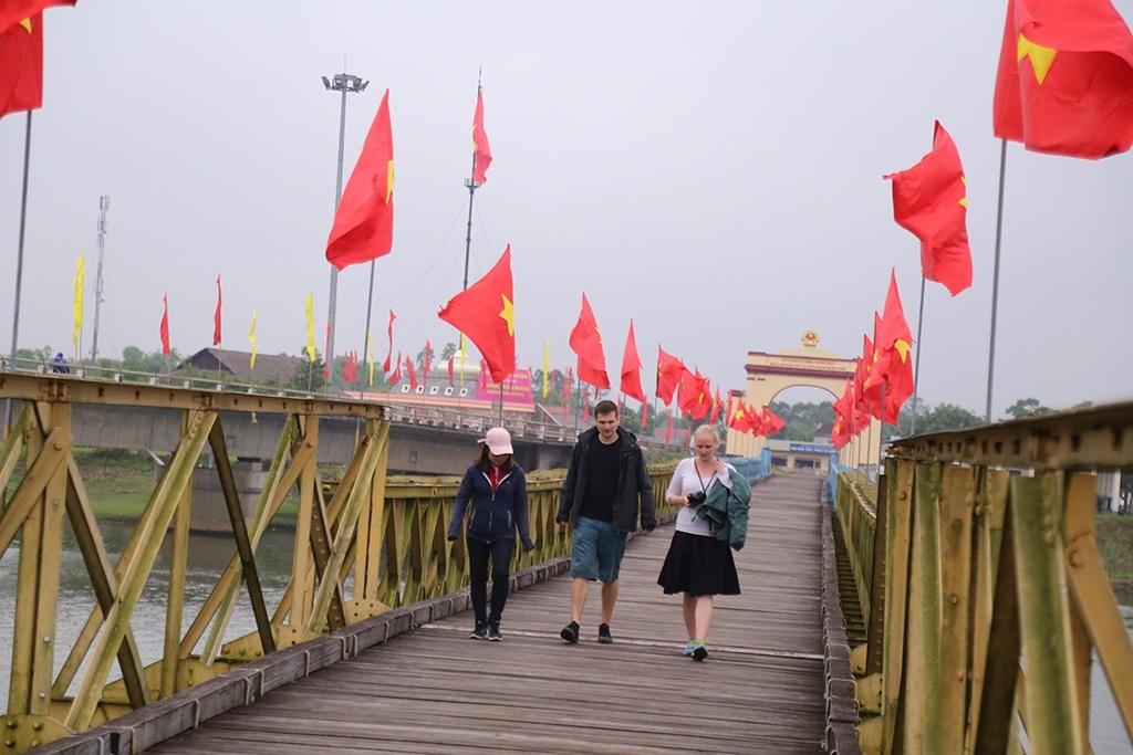 Cầu Hiền Lương những năm kháng chiến chống Mỹ được chọn làm ranh giới tạm thời chia cắt hai miền