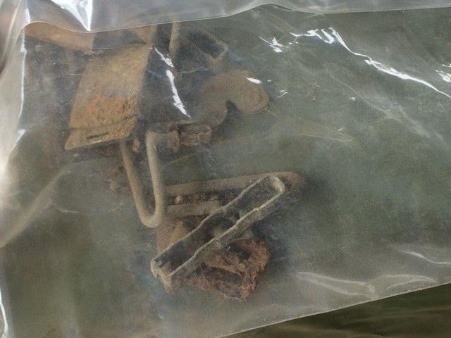 Một số di vật được tìm thấy tại khu vực tìm kiếm thời gian qua được xác định là của các liệt sĩ trong khu mộ tập thể được quy tập năm 1995