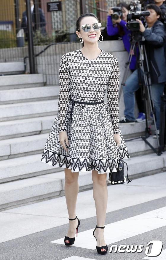 Nữ diễn viên Trung Quốc - Chương Tử Di tới dự đám cưới Song Hye Kyo và Song Joong Ki.