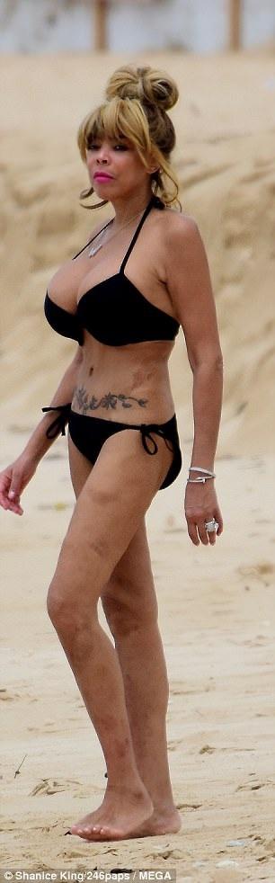 Wendy Williams tự tin khoe thân hình dao kéo, vòng một ngoại cỡ