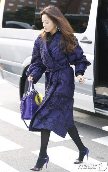 Kim Hee Sun tới dự đám cưới.