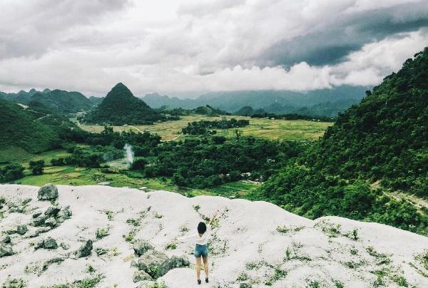 Đèo Đá Trắng là nơi khách du lịch có thể cảm nhận không khí đặc trưng của Mai Châu. (Ảnh: christinafawn)