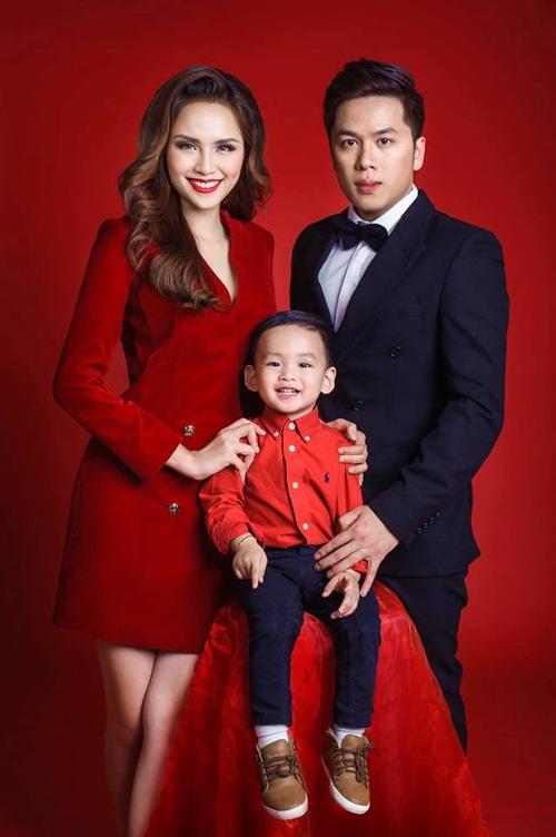 Vợ chồng Diễm Hương và con trai