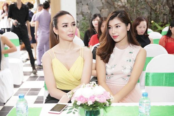 Hoa hậu Du lịch Ngọc Diễm và Đồng Ánh Quỳnh.
