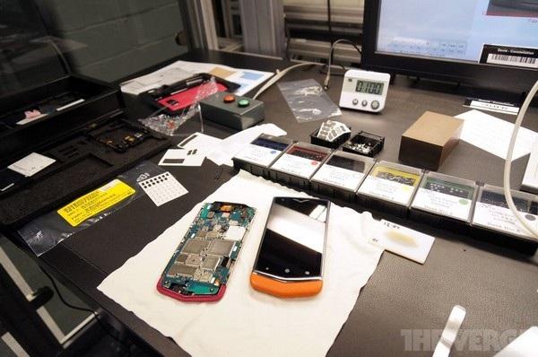 Một chiếc smartphone Vertu đang vào giai đoạn hoàn tất