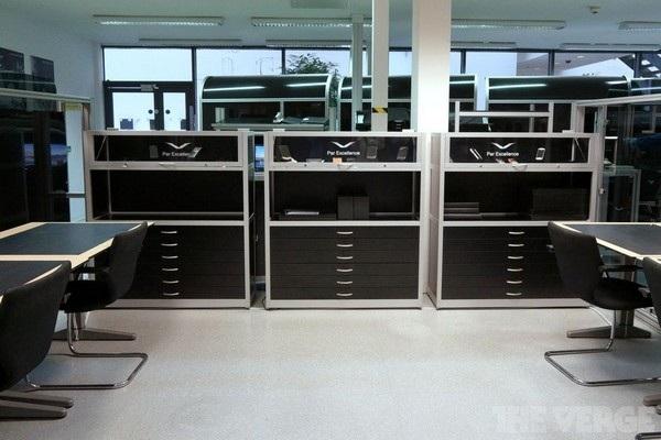Phòng chứa các linh kiện mẫu của Vertu