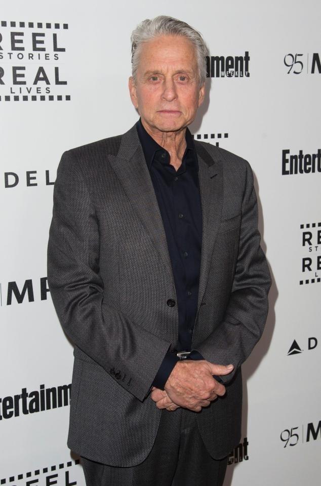 """Nam diễn viên Michael Douglas tin rằng """"yêu"""" bằng miệng góp phần làm ông mắc ung thư vòm họng."""