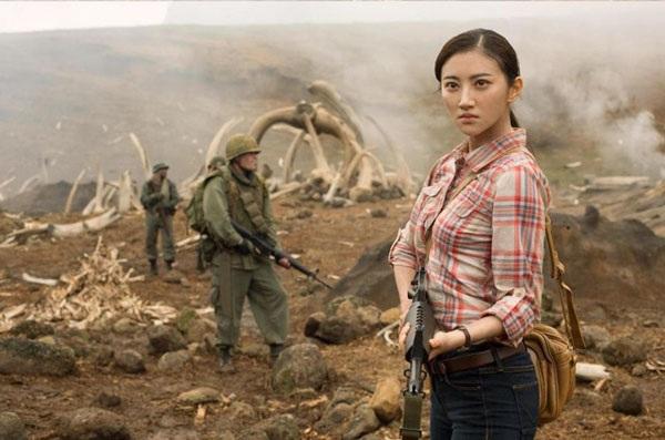 Nữ diễn viên Trung Quốc xinh đẹp Cảnh Điềm khiến khán giả thất vọng vì vai diễn quá mờ nhạt trong phim Kong: Đảo đầu lâu.