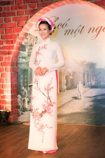 Người đẹp, diễn viên Hoàng Xuân.
