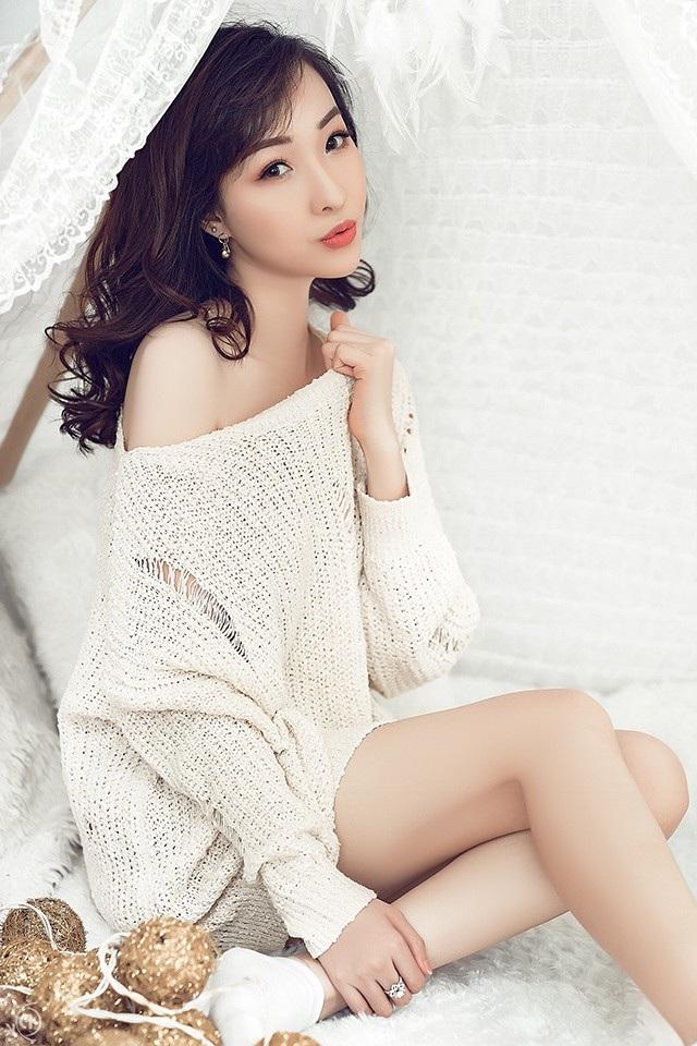 Cô gái xinh xắn đến từ Hà Nội vừa tung bộ ảnh mới khiến ai cũng trầm trồ vì ngày càng trẻ trung, xinh đẹp hơn.