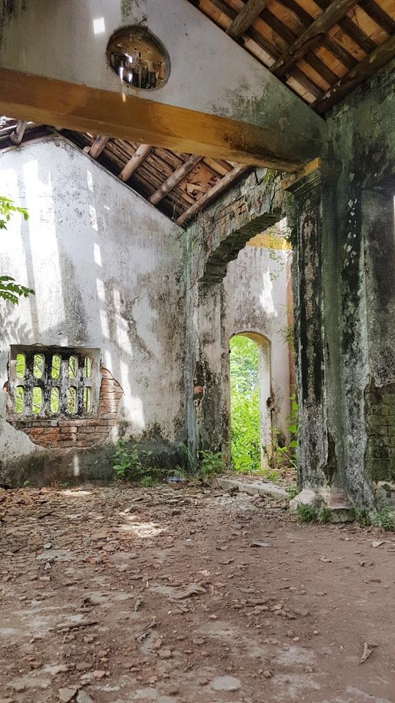 Phía trong ngôi nhà thờ chính của Đình làng Lịch Đợi