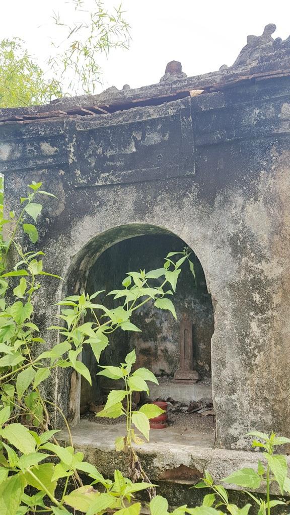 Một miếu thờ thổ thần trong tổng thế khu Đình làng cổ này