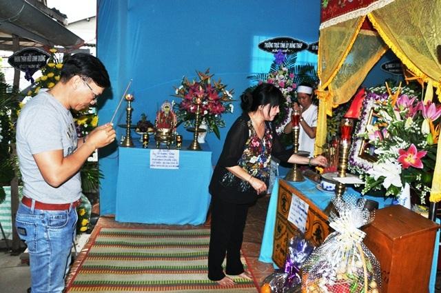 Người thân đến viếng nhạc sĩ Tô Thanh Tùng tại Đồng Tháp