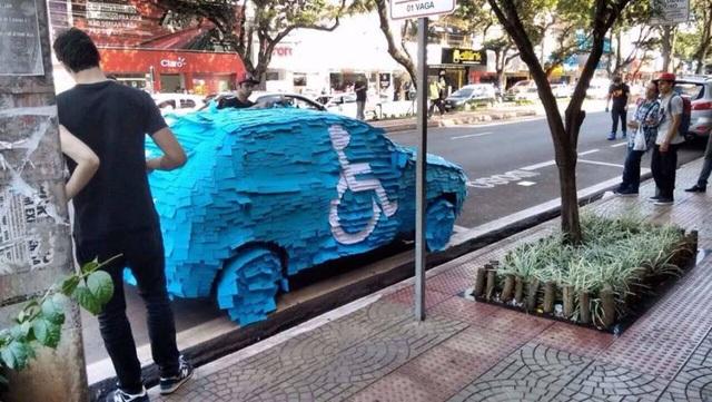Cách nhắc nhở người đỗ xe ẩu đôi khi là cả một nghệ thuật