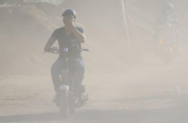 Ô nhiễm bụi ở Hà Nội (Ảnh: Xuân Ngọc)