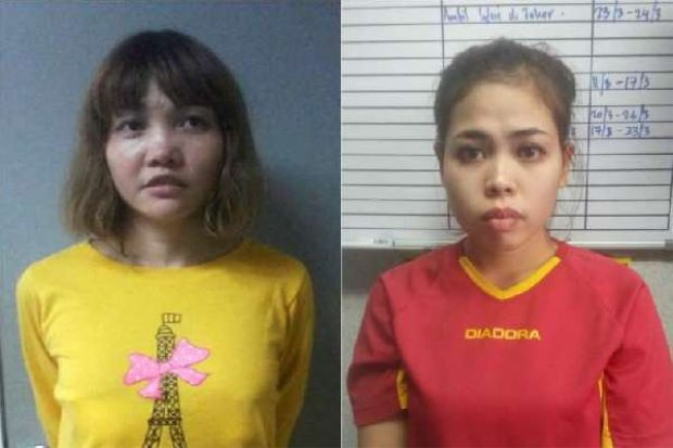 Đoàn Thị Hương (trái) và Siti Aisyah (Ảnh: Reuters)