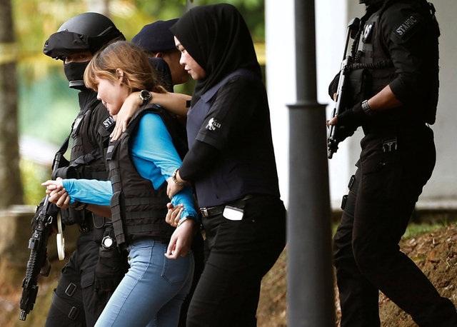 Đoàn Thị Hương rời tòa sau một phiên tòa hồi tháng 4 (Ảnh: Reuters)