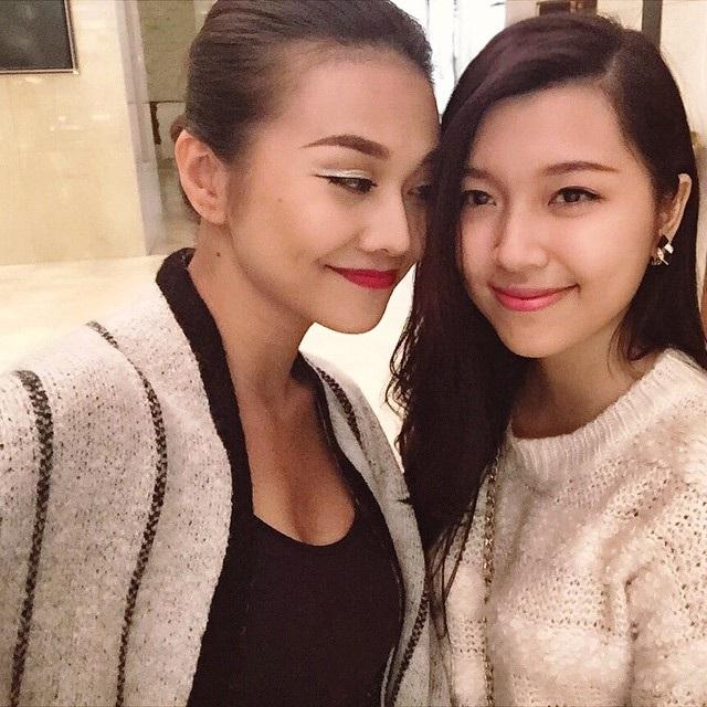 Cả hai thường xuyên đi cafe, đi xem phim chung,... Chính những điều này làm rộ lên nghi án tình cảm đồng giới của Đồng Ánh Quỳnh và Thanh Hằng.