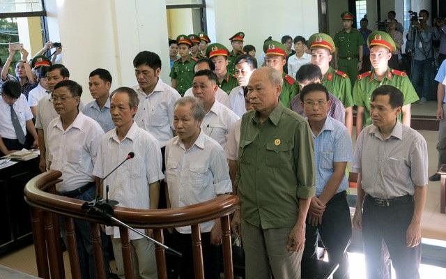 Các bị cáo tại phiên xử sơ thẩm hồi tháng 8/2017.
