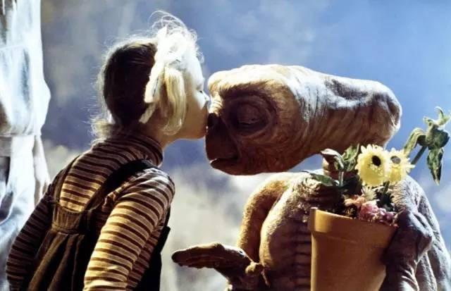Với vai diễn trong bộ phim ET alien của đạo diễn danh tiếng Steven Spielberg, Drew đã trở thành cái tên quen thuộc với khán giả yêu điện ảnh tại Mỹ.