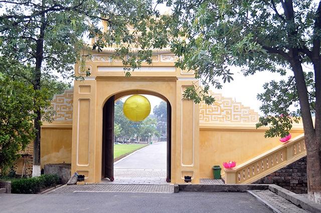 Đoan Môn - cổng chính dẫn vào Hoàng Thành Thăng Long - giảm bớt vẻ cổ kính