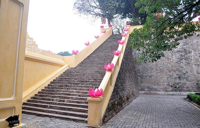 Đơn vị quản lý khu Hoàng Thành Thăng Long cho biết, đến khoảng 23 tháng Chạp công việc làm mới Hoàng Thành Thăng Long cơ bản hoàn thành