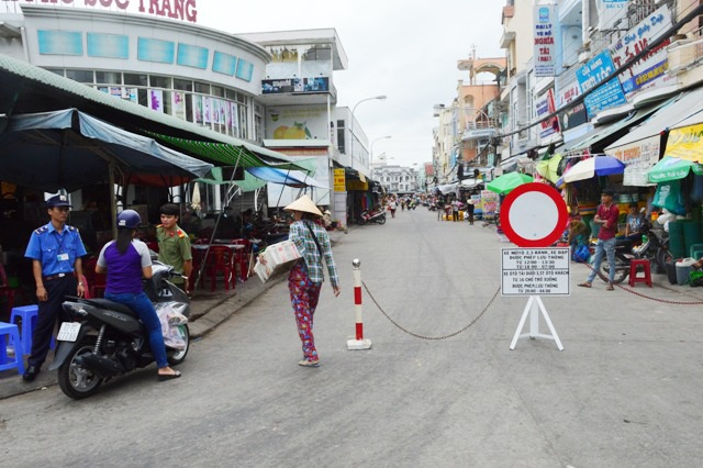 Việc TP Sóc Trăng cấm xe ra vào chợ đang có nhiều ý kiến khác nhau.