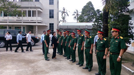 Chủ tịch Quốc hội Nguyễn Thị Kim Ngân thăm và chúc Tết tại Bộ Chỉ huy Quân sự tỉnh Bến Tre