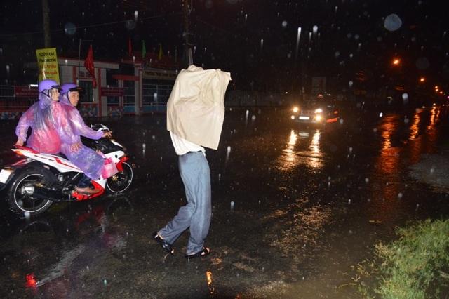 Mưa lớn bất thường đổ xuống vào ngày mùng 2 Tết ở một số tỉnh ĐBSCL.